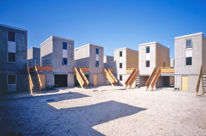 Alejandro-Aravena-Quinta-Monroy-Housing-combined-2-889x588.jpg